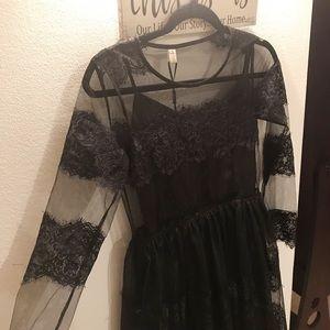 Dresses & Skirts - Elegant Lace Long-Sleeve Dress (brand new)
